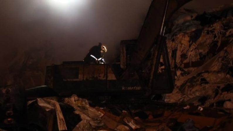 Alevlere teslim olan geri dönüşüm fabrikasında tekrar yangın çıktı